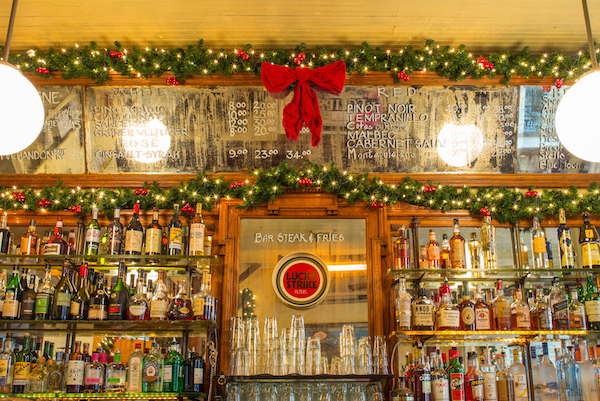 8 Festive Nyc Restaurants With Dazzling Holiday Decorations