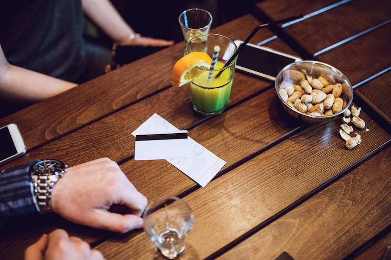 Check Splitting Etiquette: The Art of Painlessly Dividing the Bill #hackdining