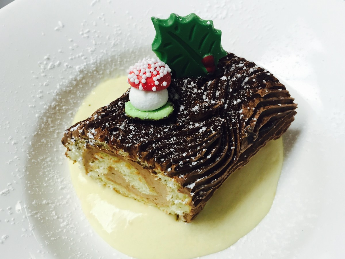 10 Très Bien Bûche de Noël to Make Your Season Merry + Bright